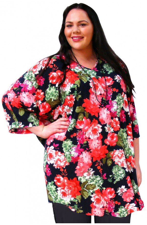 PLUS-SIZE TOP IN COOL VISCOSE - RED FLORAL